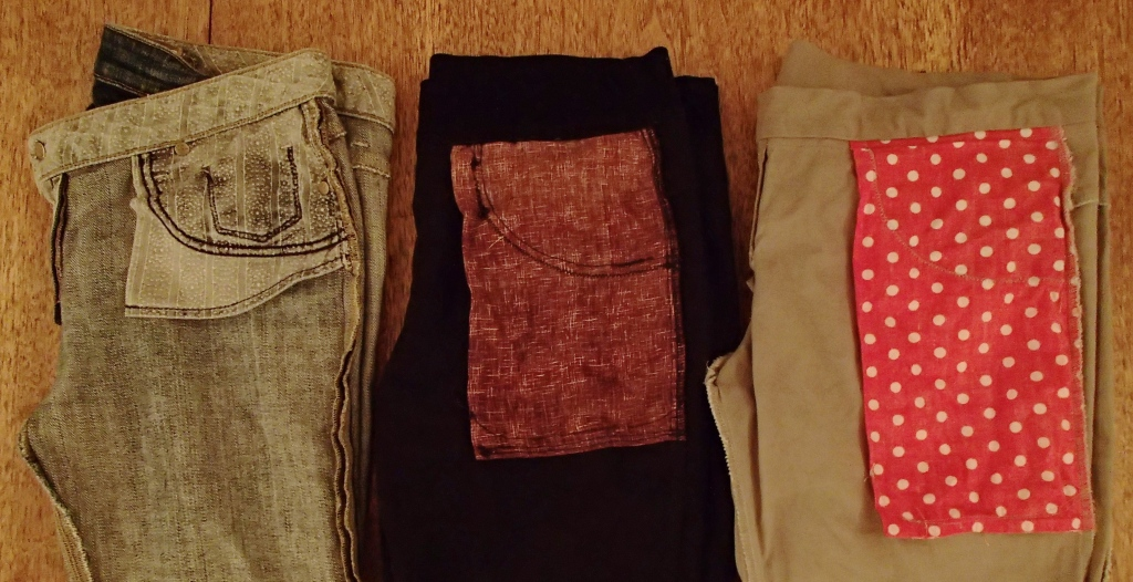 RTW jeans to the left, my 1st pair of home sewn jeans in the middle, my 2nd pair of home sewn jeans to the right. Note that the pocket bags extend all the way to the bottom of the fabric. The curved stitching higher up on the fabric secures the pocket appliqué to the bag.